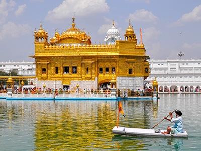le temple d'or à amritsar en inde au rajasthan avec les voyages de thisy-travels www.thisytravels.fr