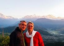 Thierry et Sylvie au cours d'une reconnaissance au Népal, voyage proposé pour de futures mariés. Passage dans les environs de nagarkot et Pokara où le lever de soleil sur la chaine himalayenne et les annapurnas est grandiose. WWW.VOYAGEINDIEN.fr
