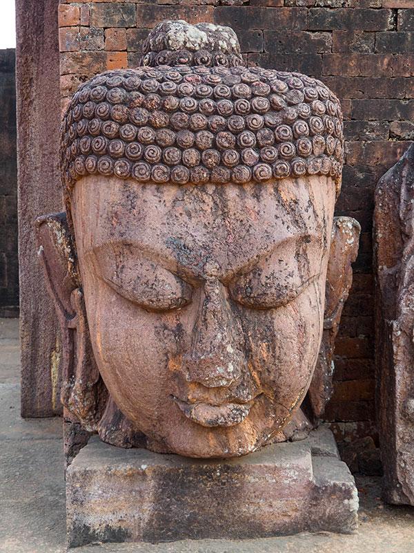 tete de bouddha a ratnagiri, laltigiri, udaigiri en orissa ou odhissa . www.thisytravels.fr