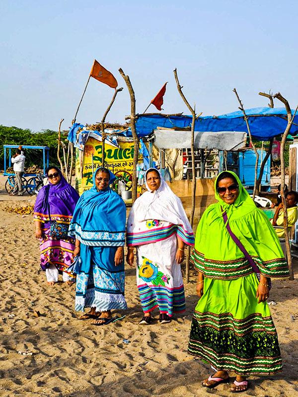 voyagez dans le gujarat a l'ouest de l'inde a dwarka et les portraits avec l'agence de voyage thisy-travels www.thisytravels.fr