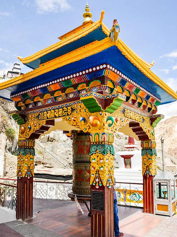 temple bouddhiste au nepal avec les voyages de thisy-travels www.voyageindiens.fr