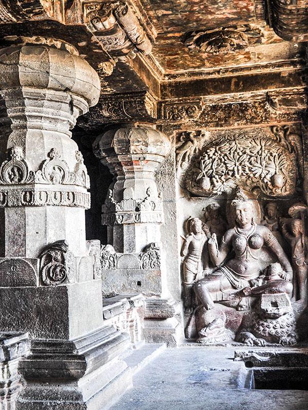 voyagez dans le maharashtra en inde avec l'agence de voyage thisy-travels dans les campagnes avec les caves d'ellora et d'ajenta www.thisytravels.fr
