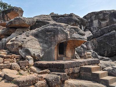 voyagez en orissa ou odisha visiter les grottes avec l'agence de voyage thisy-travels www.thisytravels.fr