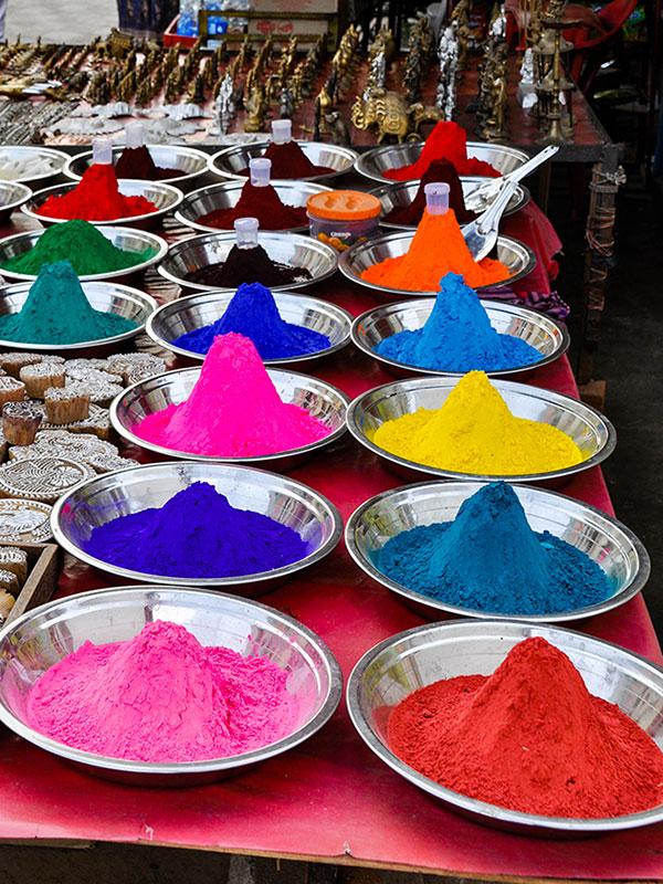 participer a la fete de holi la fete des couleurs avec l'agence de voyage thisy-travels en inde dans le rajasthan www.thisytravels.fr