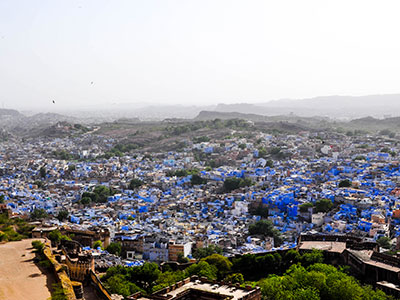 voyager dans les campagnes du rajasthan en inde avec l'agence de voyage thisy-travels visiter la ville bleue jodhpur www.thisytravels.fr