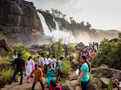 voyage au kerala en inde du sud avec thisy-travels decouvrir les cascades d'athirapilly www.thisytravels.fr
