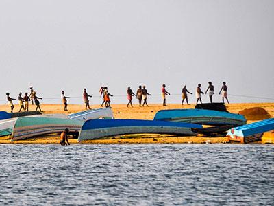 la plage de poovar dans le kerala en inde du sud avec les pecheurs et les voyages de thisy-travels www.thisytravels.fr