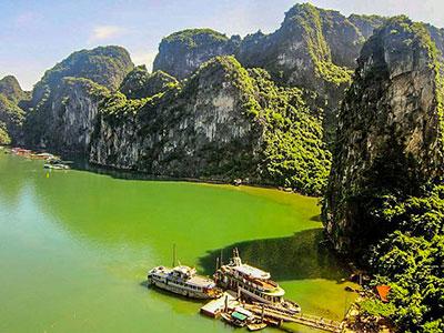 la baie d'halong au vietnam à découvrir avec les voyages personnalisés de Thisy-Travels www.thisytravels.fr