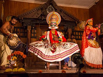 option de danse kathakali en inde avec le trip'kado, le produit de l'agence de voyage thisy-travels sur www.thisytravels.fr