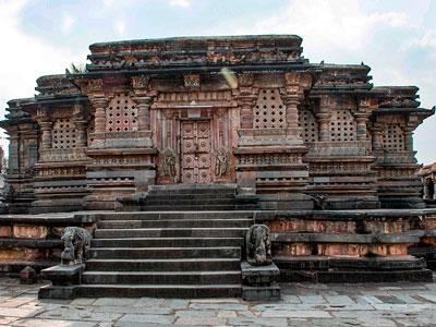 voyagez en inde dans le karnataka à halebid découvrir de magnifiques architectures et paysages avec l'agence de voyage thisy-travels sur le site www.thisytravels.fr