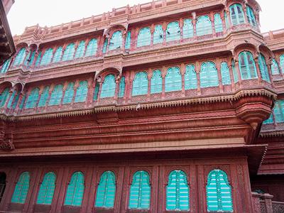 voyagez en inde à bikaner dans le rajasthan avec les havelis découvrir de magnifiques architectures et paysages avec l'agence de voyage thisy-travels sur le site www.thisytravels.fr