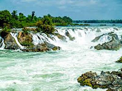 voyagez au laos découvrir de magnifiques architectures et paysages comme les cascades et coucher de soleil avec l'agence de voyage thisy-travels sur le site www.thisytravels.fr