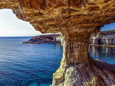 voyagez en europe, à chypre découvrir de magnifiques architectures et paysages de bord de mer avec l'agence de voyage thisy-travels sur le site www.voyageindien.fr