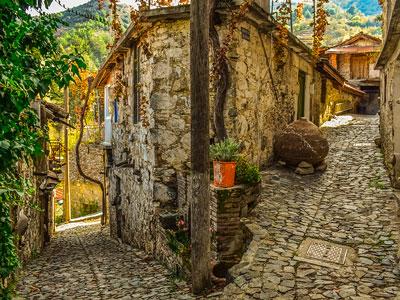 voyagez en europe, à chypre découvrir de magnifiques architectures et paysages avec l'agence de voyage thisy-travels sur le site www.voyageindien.fr