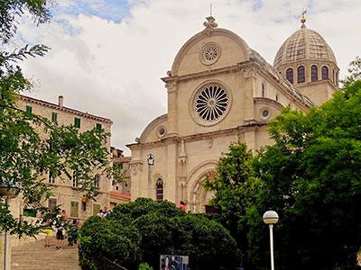voyagez en europe, en croatie découvrir de magnifiques architectures comme la cathédrale st jacques et paysages avec l'agence de voyage thisy-travels sur le site www.thisytravels.fr
