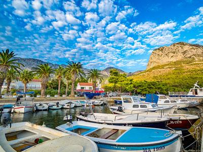 voyagez en europe, en croatie découvrir de magnifiques architectures et paysages et coucher de soleil sur le port avec l'agence de voyage thisy-travels sur le site www.voyageindien.fr