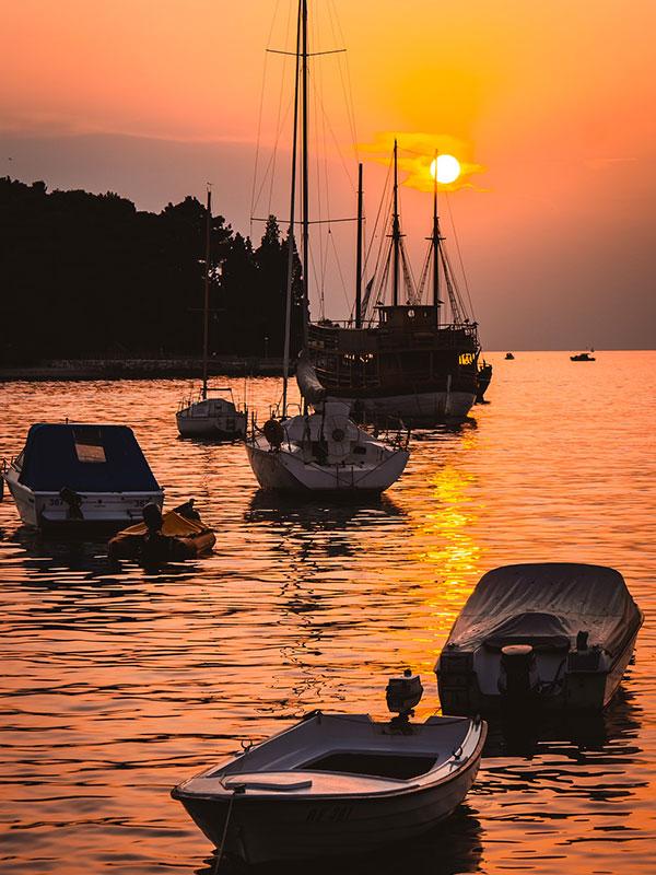 voyagez en europe, en croatie découvrir de magnifiques architectures et paysages et coucher de soleil avec l'agence de voyage thisy-travels sur le site www.voyageindien.fr
