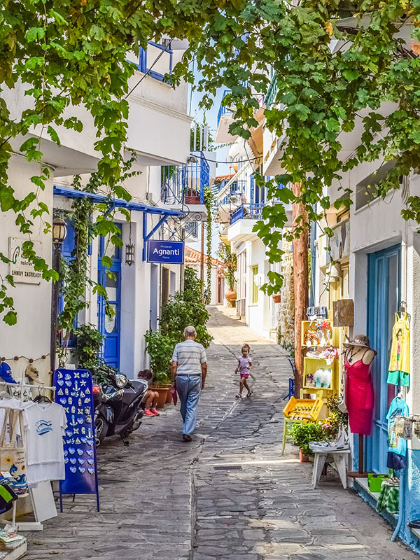 voyagez en europe, en grece découvrir de magnifiques architectures à travers les ruelles et paysages avec l'agence de voyage thisy-travels sur le site www.voyageindien.fr