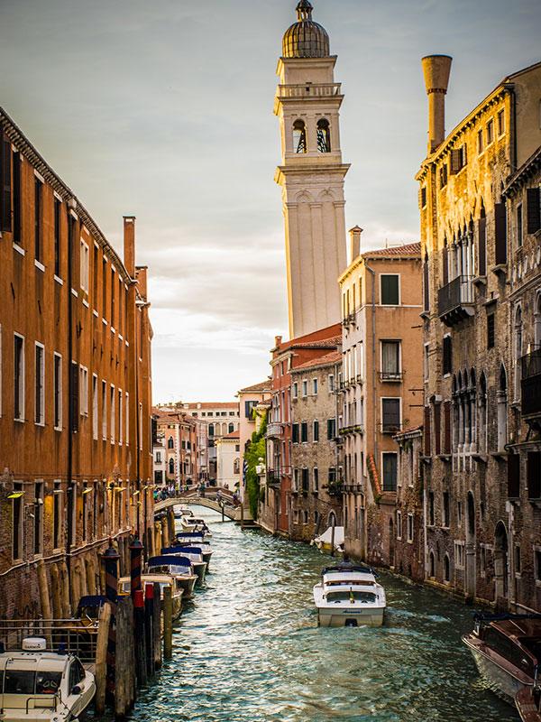 voyagez en europe, en italie à venise découvrir de magnifiques architectures comme à porto et paysages avec l'agence de voyage thisy-travels sur le site www.voyageindien.fr