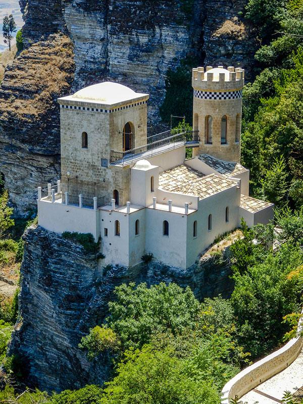 voyagez en europe, en sicile dans les terres découvrir de magnifiques architectures comme à porto et paysages avec l'agence de voyage thisy-travels sur le site www.voyageindien.fr
