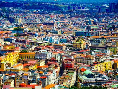 voyagez en europe, en italie découvrir de magnifiques architectures comme à naples et paysages avec l'agence de voyage thisy-travels sur le site www.thisytravels.fr