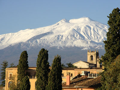 voyagez en europe, en italie découvrir de magnifiques architectures et paysages comme l'etna à taormine avec l'agence de voyage thisy-travels sur le site www.thisytravels.fr