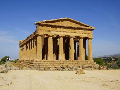 voyagez en europe, en italie découvrir de magnifiques architectures comme le site archéologique d'agrigento et paysages avec l'agence de voyage thisy-travels sur le site www.thisytravels.fr