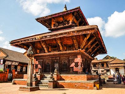 Voyage photo au Népal pour photographier les annapurnas, les pagodes, participer à la fête de Holi avec l'agence de voyage Thisy-Travels www.thisytravels.fr